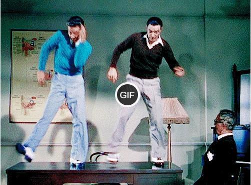 Гифки прикольные танцы на столе