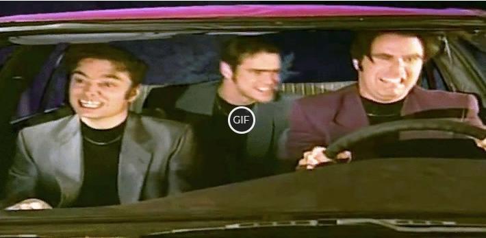 Гифка Джим Керри в машине