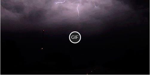 Гифка красивый удар молнии