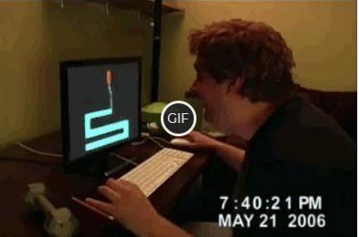 Гифка пробил монитор рукой со страха