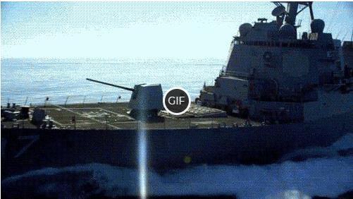 Гифка стрельба из пушки с боевого корабля