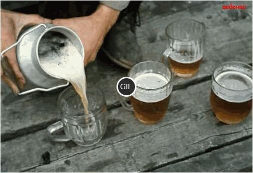 Гифка наливают пиво в кружку
