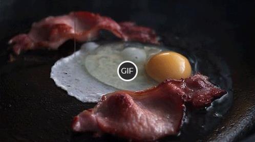 Гифка яичница с беконом