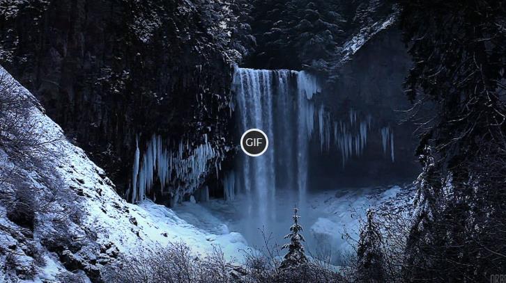 Анимированный зимний водопад в лесу